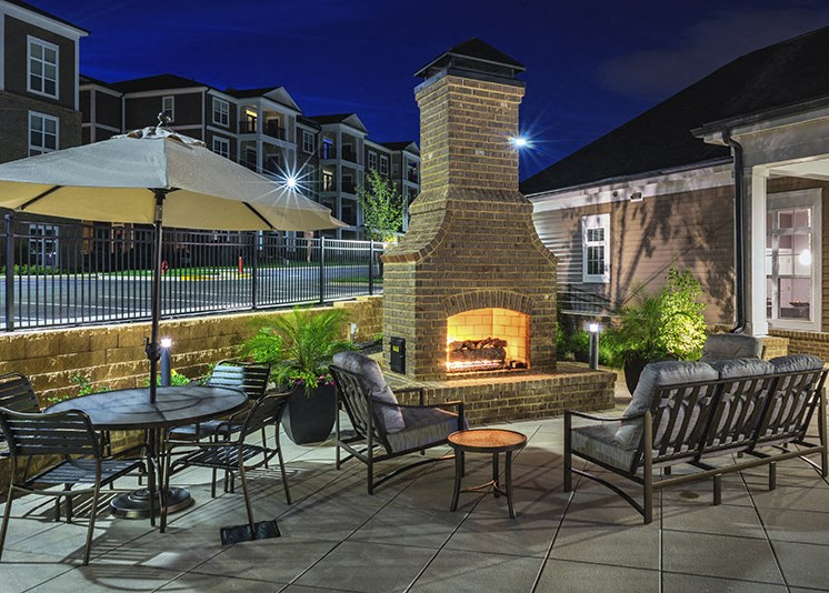 Courtyard with Ample Sitting at Abberly at Southpoint Apartment Homes, Fredericksburg, Virginia