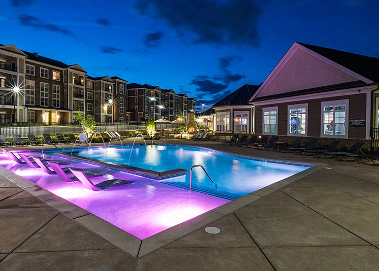 Outdoor Swimming Pool at Abberly at Southpoint Apartment Homes, Fredericksburg
