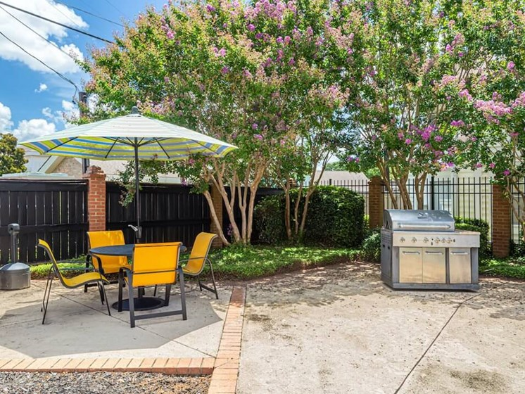 Outdoor patio at Rosewood apartments