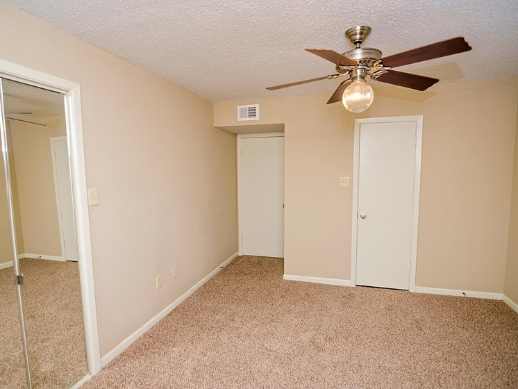 Large one and two bedroom apartments Pecan Grove Apartments in Alexandria, LA
