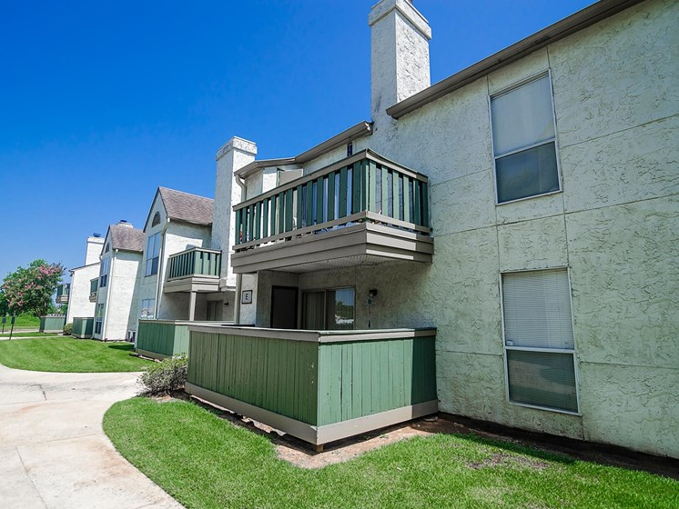 Homes with Balcony or Patio at Pecan Grove Apartments in Alexandria, LA