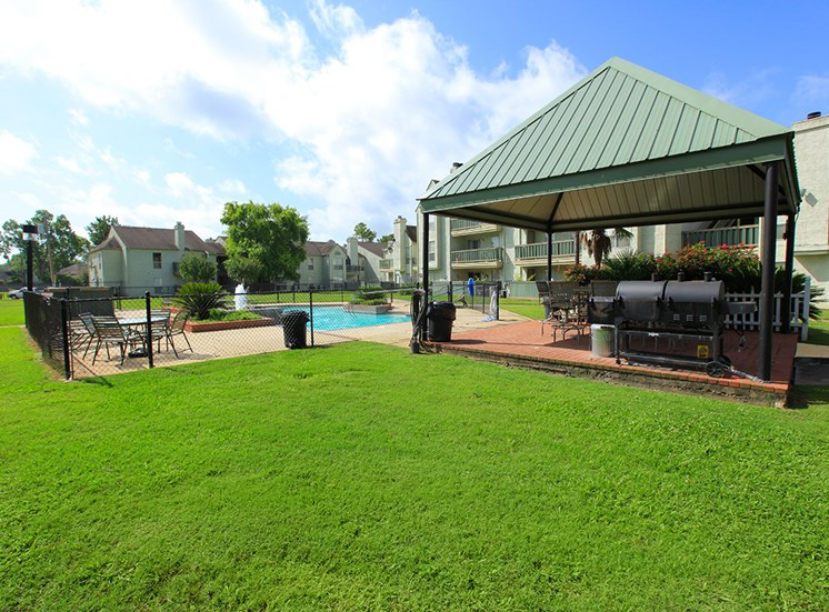 Grill area at Pecan Grove Apartments