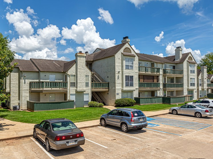 Pecan Grove Apartments in Alexandria, Louisiana