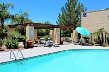 6340 South Santa Clara Ave 1-2 Beds Apartment for Rent Photo Gallery 1