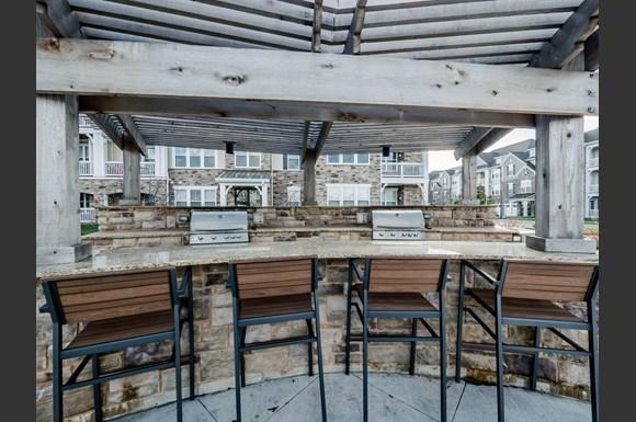 Tapestry Naperville Apartments 2703 Showplace Drive Naperville Il Rentcaf
