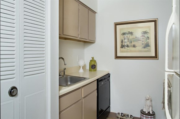 Highland Club Apartments, 20 Eastview Drive, Watervliet, NY - RENTCafé