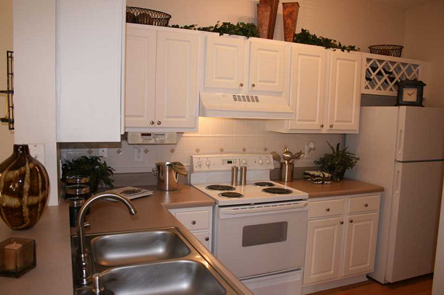 Fully Equipped Kitchen at Grande Oaks, 30076