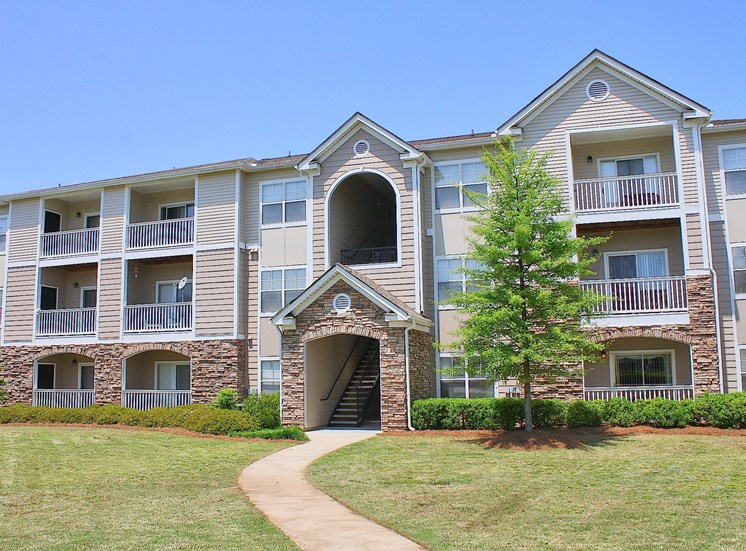 Lush Landscaping With Walking Trails at Alta Mill Apartments, 1650 Anderson Mill Road, 30106