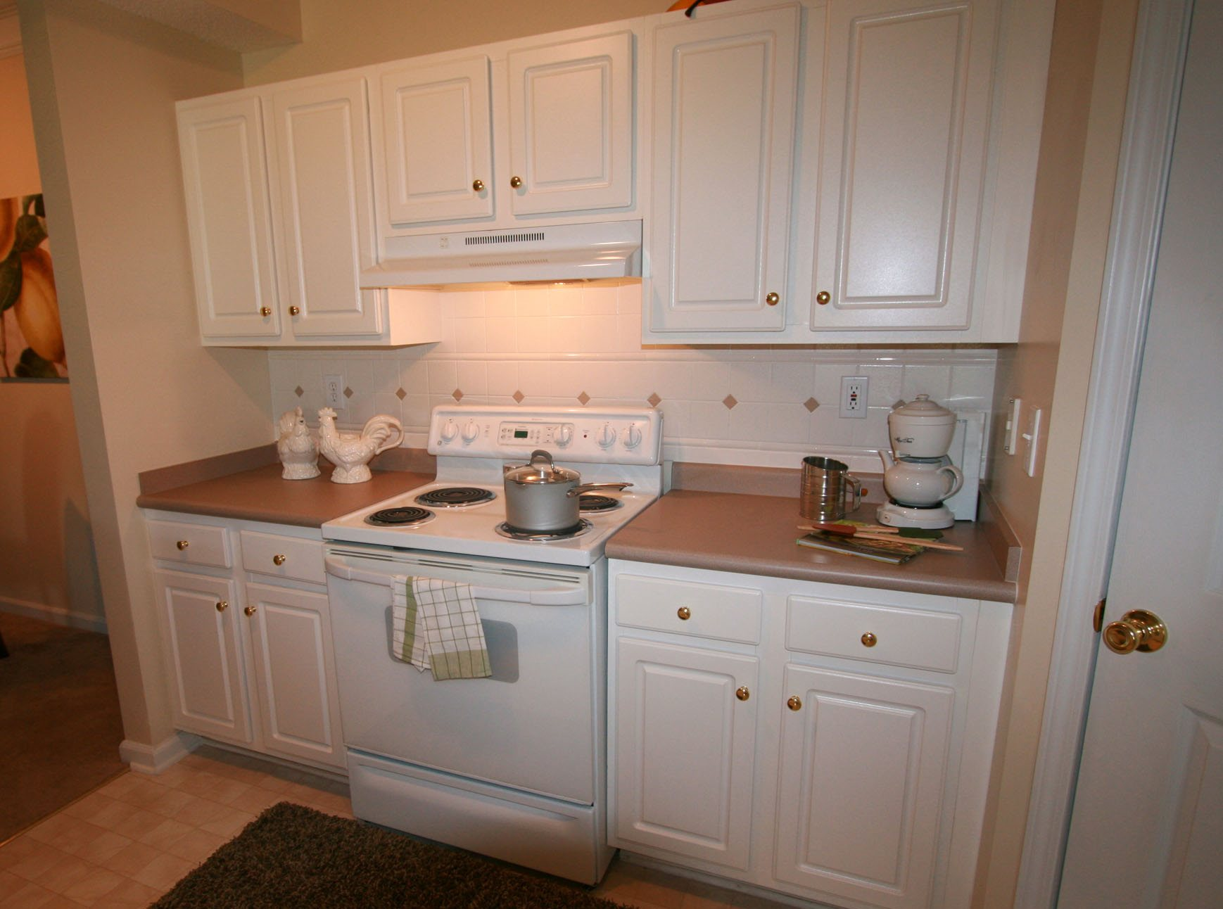 Gourmet Kitchen with Breakfast Bar and Pantry at Alta Mill Apartments, 1650 Anderson Mill Road, Austell, 30106