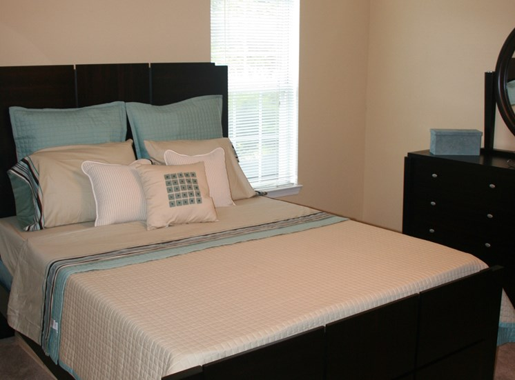 Live in cozy bedrooms at Northwood, 31220