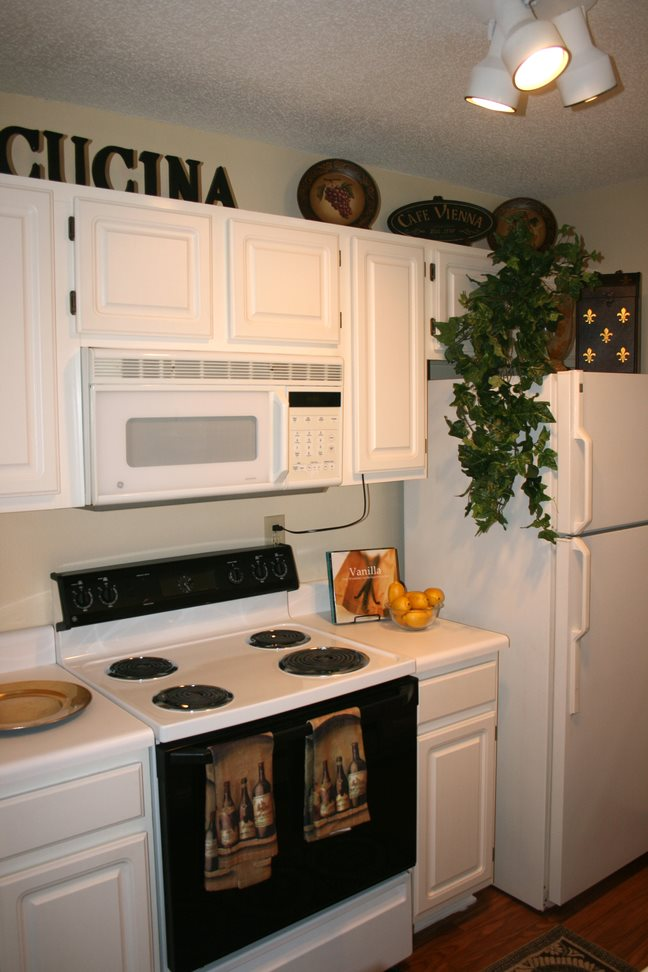Fully equipped kitchen at Galleria Park, 31088