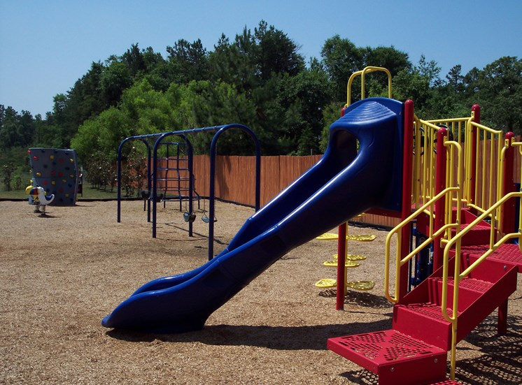 Ashmore Bridge Estates equipped with playgrounds on the premises