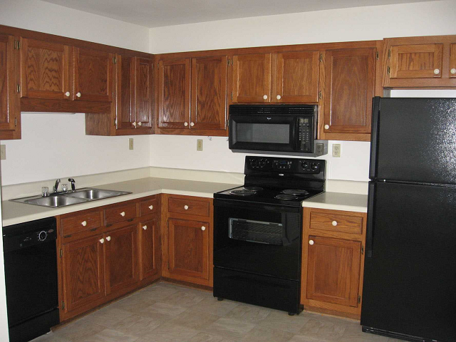 Gourmet Kitchen with Breakfast Bar and Pantry at Ashmore Bridge Estates Apartments, Mauldin, SC 29662