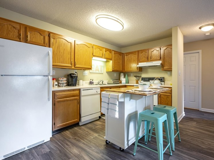 Eat-in Kitchens at Quad Apartments, North Carolina, 28403