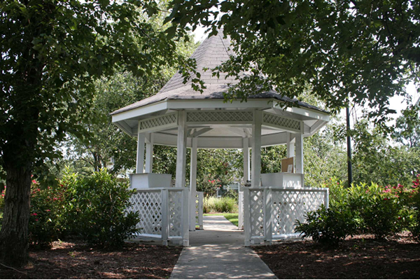 gazebo and picnic areas at Cypress Pointe, Wilmington, NC,28403