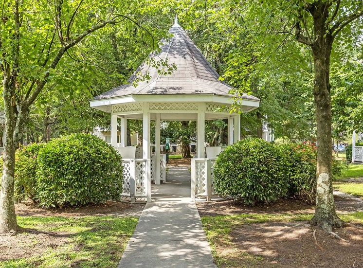 Beautiful Picnic Area with Gazebo at Cypress Pointe Apartments, Wilmington, NC, 28403