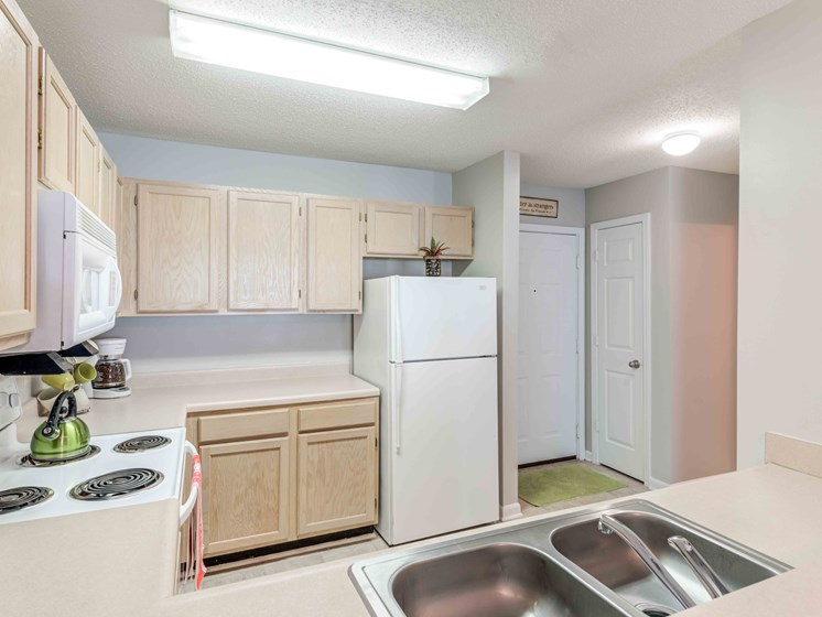 Fully Equipped Kitchen at Woodland Crossing Apartments, New Bern, 28562