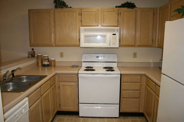 fresh white appliances at Woodland Crossing, New Bern,