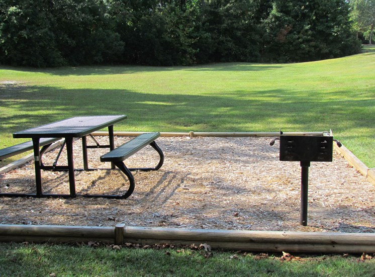 Picnic and BBQ Area at Woodland Crossing, New Bern, NC,28562