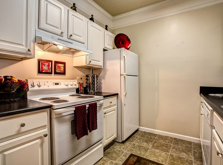 Fully Furnished Kitchens at Waterford Landing, Hermitage, TN