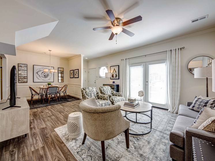 Trendy Living Room at Forest Ridge Apartments, Tennessee