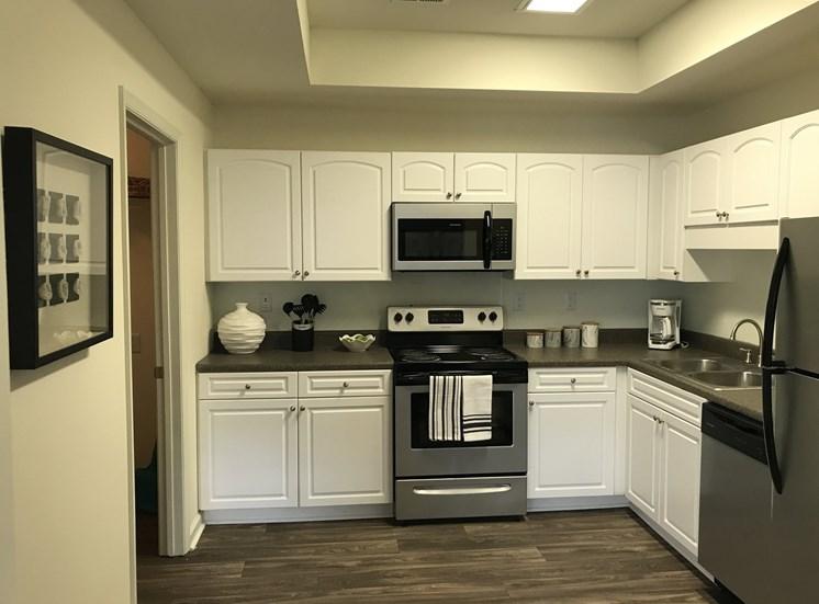 White Kitchen Cabinets at Forest Ridge