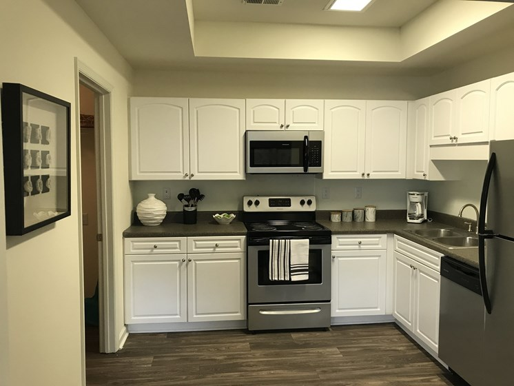 White Kitchen Cabinets at Forest Ridge
