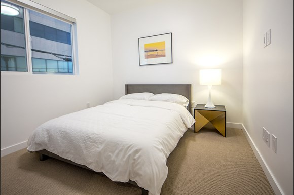 Santa-Monica-Luxury-Apartment-Pacifico-Interior-Bedroom-Nightstand-Berber-Carpet