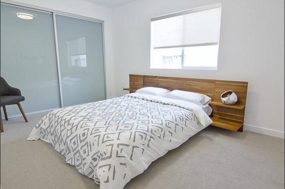 Santa-Monica-Luxury-Apartment-Pacifico-Interior-Bedroom-Wooden-Frame