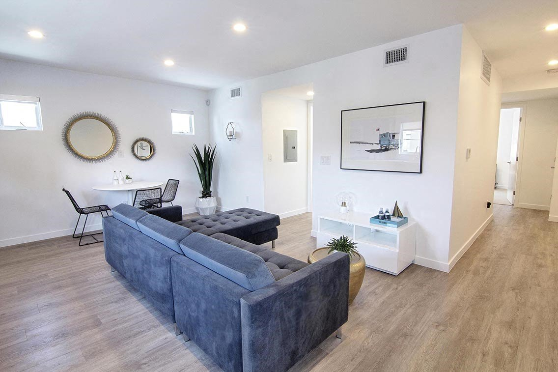 Santa-Monica-Luxury-Apartment-Pacifico-Interior-Living-Room-Couch