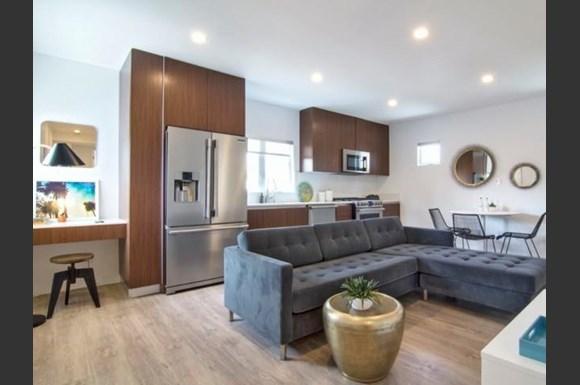 Santa-Monica-Luxury-Apartments-Pacifico-Interior-Living-Room-4