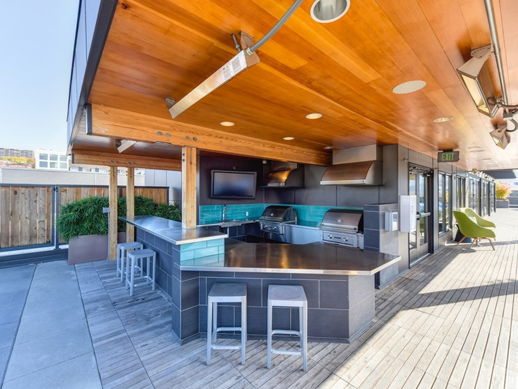 Luxury Apartment Community Rooftop BBQ Area
