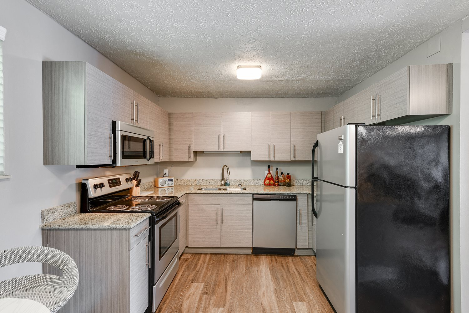 Fully Equipped Kitchen at Heritage Hill Estates Apartments, Cincinnati