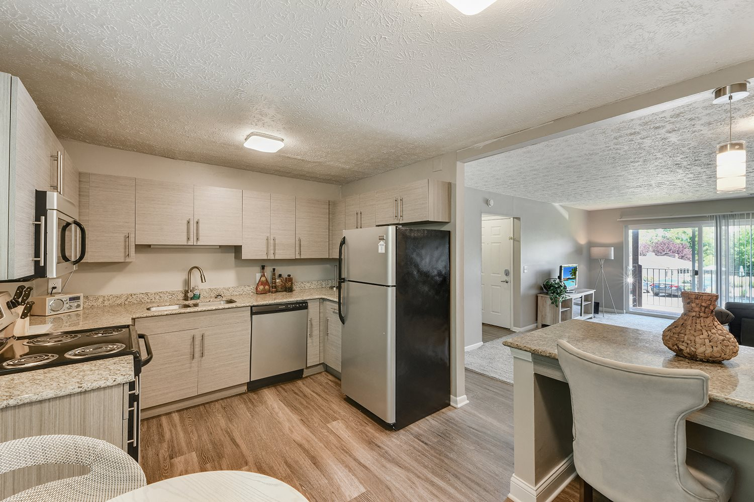 Fully Equipped Kitchen With Modern Appliances at Heritage Hill Estates Apartments, Ohio