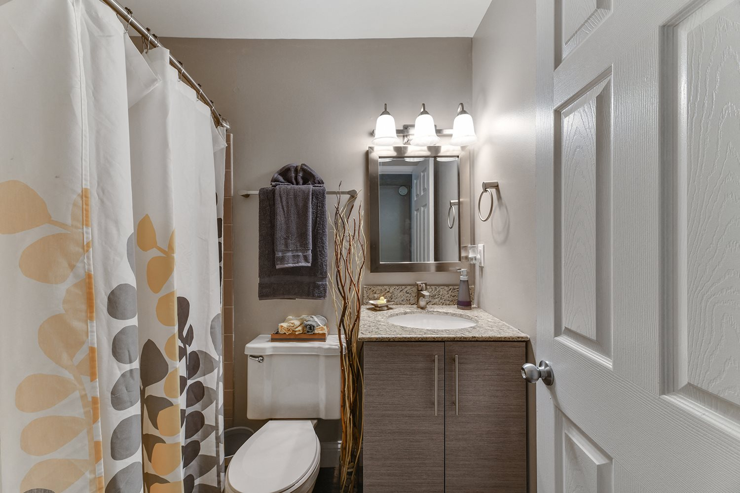 Luxurious Bathrooms at Heritage Hill Estates Apartments, Cincinnati, OH, 45227