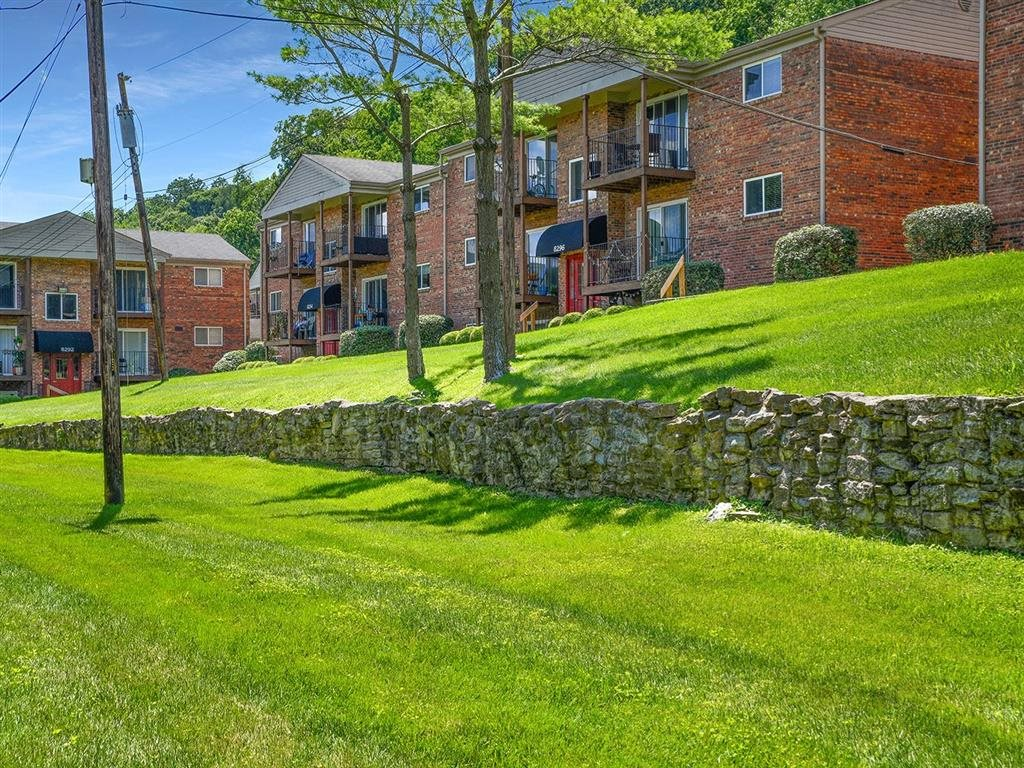 Lush Green Outdoor Spaces at Heritage Hill Estates Apartments, Cincinnati