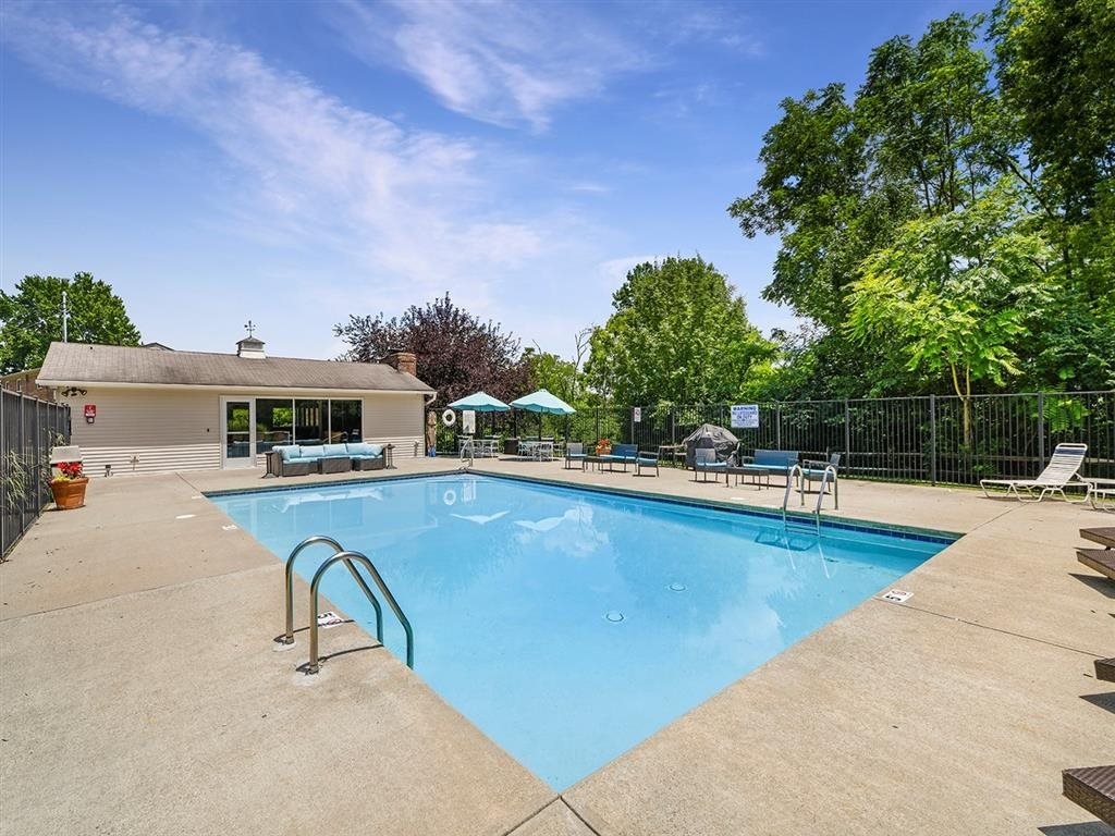 Mini Swimming Pool And Relaxing Area at Heritage Hill Estates Apartments, Cincinnati, 45227