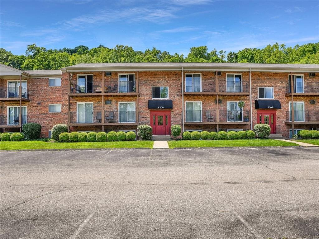 Elegant Exterior View Of Property at Heritage Hill Estates Apartments, Cincinnati, 45227