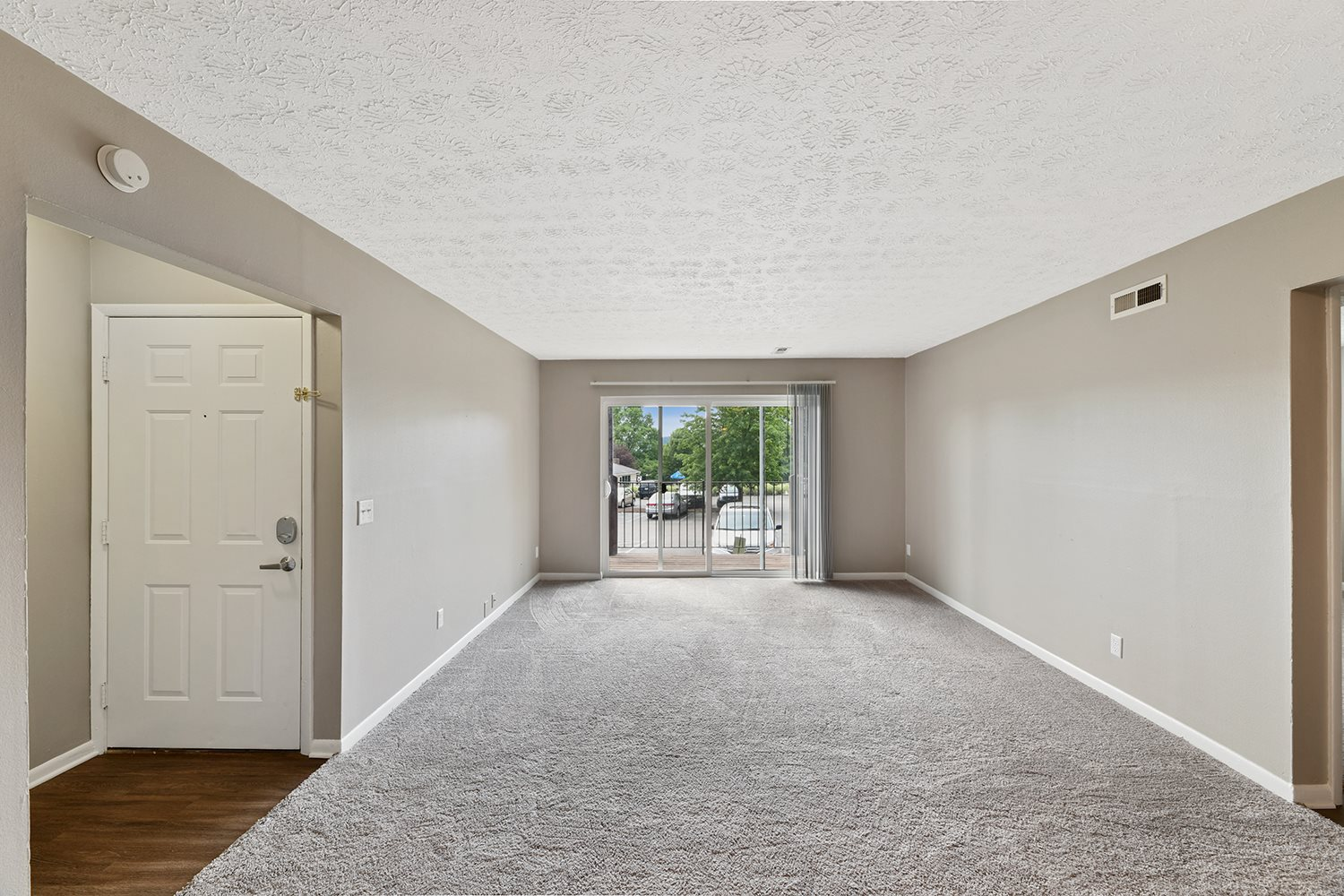 Wall-to-Wall Carpeting at Heritage Hill Estates Apartments, Cincinnati, Ohio