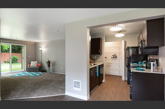 The stinson apartment homes 133 124th st se everett wa rentcaf for Cheap 1 bedroom apartments in everett wa