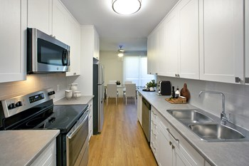 550 19Th Street West Studio Apartment for Rent Photo Gallery 1