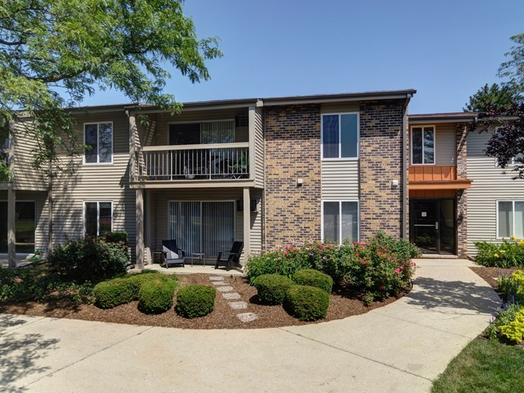 Outdoor View of Briarbrook Apartments, Wheaton, IL 60187