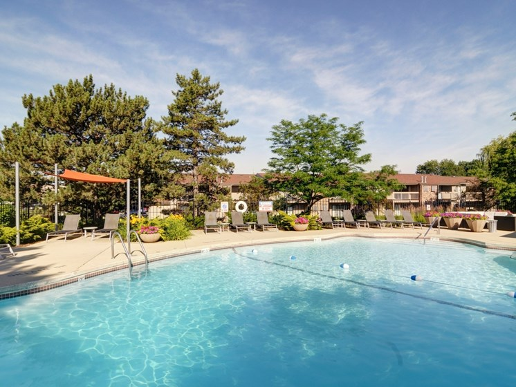 Huge Community Pool at Briarbrook Apartments, Wheaton, IL 60187