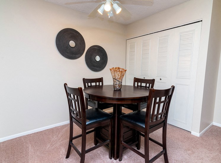 Apartments In East Lansing, Dining
