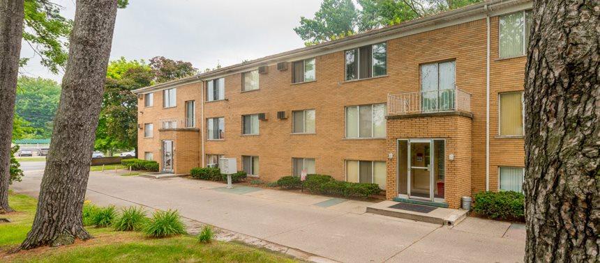 Lakeshore Pointe Apartments | Apartments in New Baltimore, MI