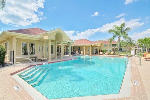 Belvedere at Quail Run Apartments in Naples, FL,34105 swimming pool and aqua deck