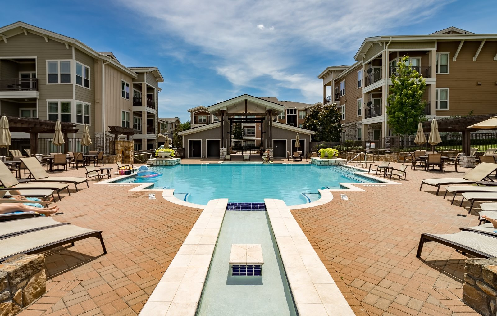 Lakewood flats apartments in dallas tx for Garden park apartments greenville tx