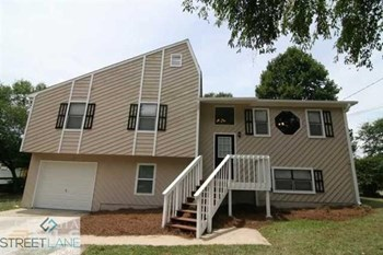 2704 Beaver Creek Crossing 3 Beds House for Rent Photo Gallery 1