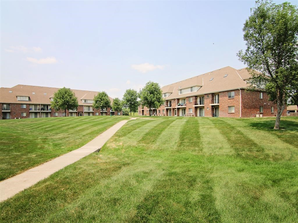 great big lawn at Fountain Glen Apartments in Lincoln Nebraska