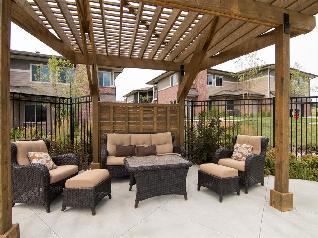 Exteriors-Outdoor Lounge Area at North Pointe Villas in Lincoln NE